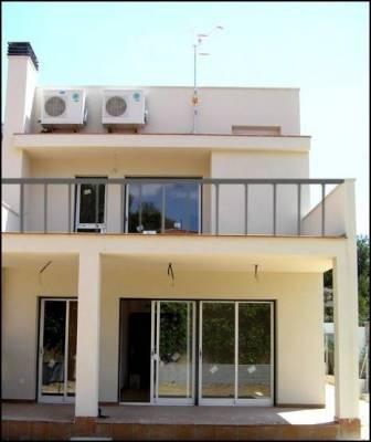 Venta de casa de obra nueva en segur de calafell casas y - Venta de apartamentos en la costa ...